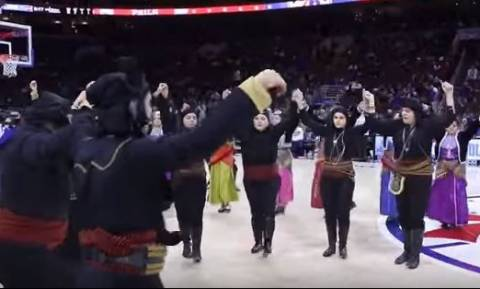 Συγκίνηση: Χόρεψαν ποντιακά σε αγώνα του NBA! (vid)