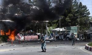 Αφγανιστάν: Τουλάχιστον 28 οι νεκροί από την ισχυρή έκρηξη που συγκλόνισε την Καμπούλ (Pics & Vids)
