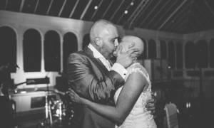Απίστευτο! Η νύφη ξύρισε το κεφάλι της στη δεξίωση του γάμου!