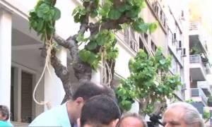 Κρεμάλες έξω από το υπουργείο Υγείας - Συγκέντρωση εργαζομένων του Δρομοκαΐτειου (video)