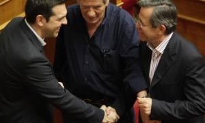 Τσίπρας – Νικολόπουλος: Χειραψίες πριν από τις «βόμβες»