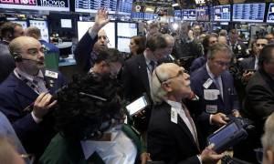 Πετρέλαιο και μακροοικονομικά έδωσαν ώθηση στους δείκτες της Wall Street
