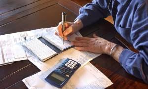 Κίνδυνος για νέες μειώσεις στις επικουρικές - «Μπλόκο» στις εισφορές