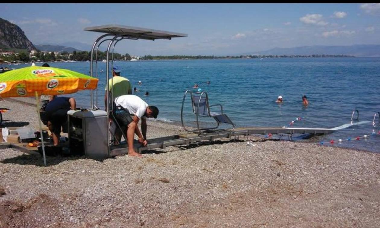 Καλαμάτα: Σε λειτουργία ράμπα για τα θαλάσσια μπάνια των ατόμων με κινητικά προβλήματα