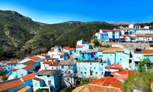 Κι όμως τα στρουμφάκια κατάγονται από το μπλε και πανέμορφο ανδαλουσιανό χωρίο Júzcar!
