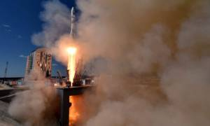 Εκτόξευση νέου πυραύλου Soyuz από νέο κοσμοδρόμιο στη Ρωσία παρουσία του Πούτιν (Pics & Vids)