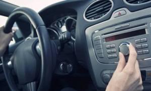 Δείτε γιατί χαμηλώνετε το ραδιόφωνο όταν παρκάρετε - Θα εκπλαγείτε από την απάντηση