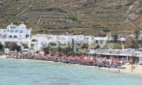 Χαμός στις παραλίες της Μυκόνου - Ούτε Αύγουστος να 'ταν
