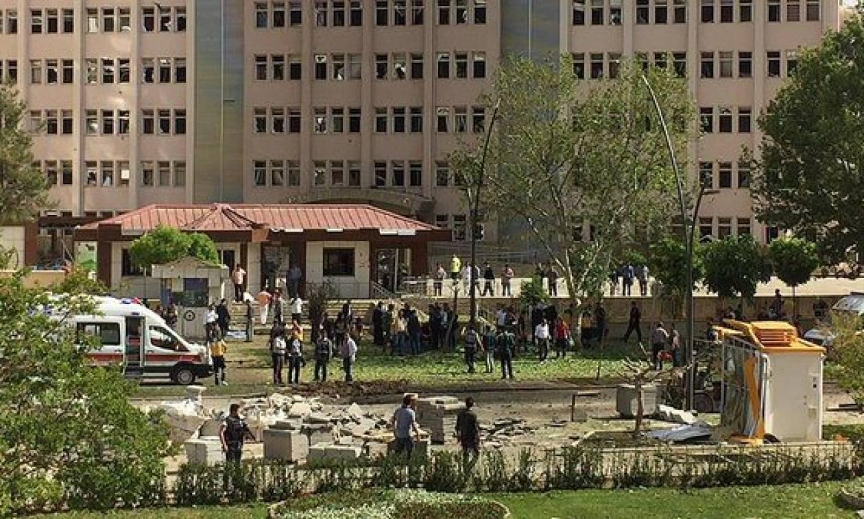 Έκρηξη κοντά σε αστυνομικό τμήμα στην Τουρκία - Νεκρός αστυνομικός (photos+videos)