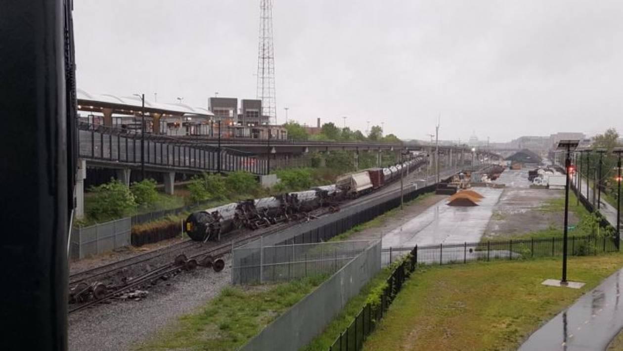 Ουάσινγκτον: Εκτροχιάστηκε τρένο εμπορευμάτων - Διαρροή επικίνδυνων χημικών ουσιών (pics+vid)