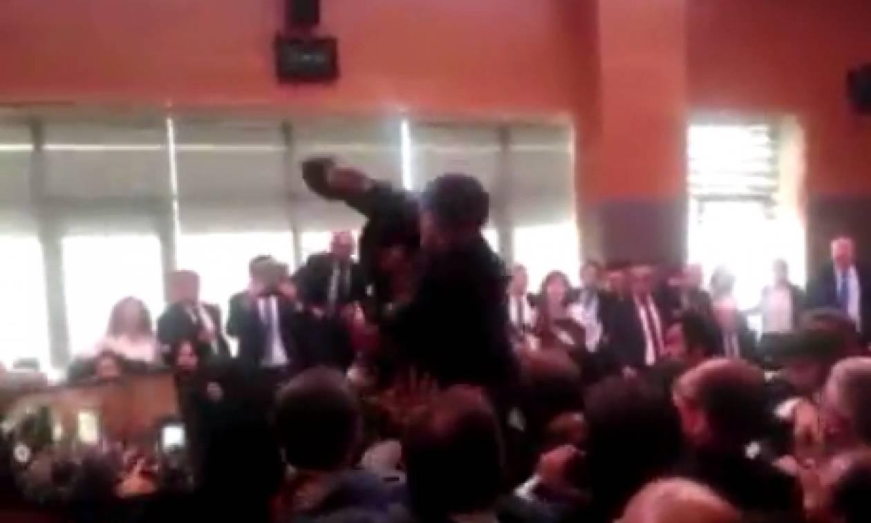 Άγριο ξύλο στην τουρκική Βουλή – Δείτε το video