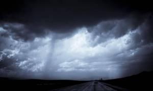 «Αγριεύει» περισσότερο ο καιρός – Με βροχές και καταιγίδες η Τρίτη του Πάσχα (pics)