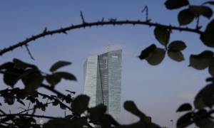 Handelsblatt: Με τα μνημονιακά δάνεια σώθηκαν οι ευρωπαϊκές τράπεζες και όχι η Ελλάδα