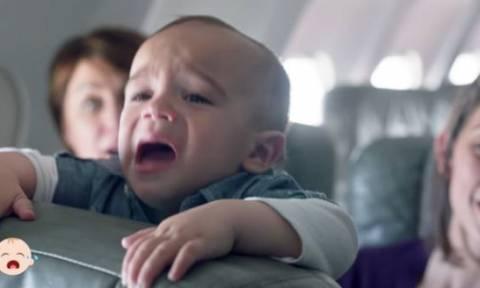 Ο λόγος που θα κάνει κάθε επιβάτη να αγαπήσει ένα μωρό που κλαίει στο αεροπλάνο!