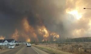 Καναδάς: Μαζική εκκένωση πόλης λόγω μεγάλης πυρκαγιάς (video)