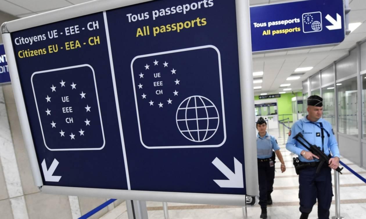 «Η Ελλάδα εκτός ζώνης Σένγκεν» - Αυξημένοι έλεγχοι σε Έλληνες ταξιδιώτες