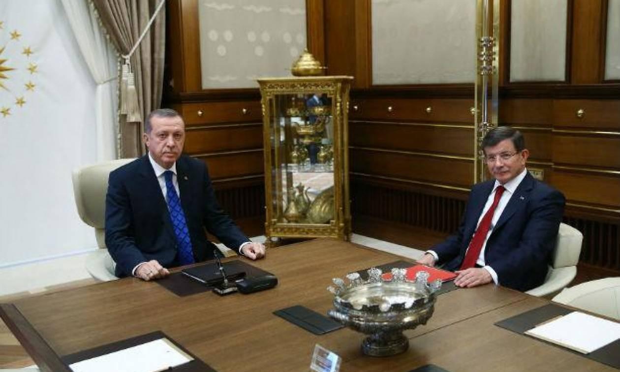 Ραγδαίες εξελίξεις στην Τουρκία: Φουντώνουν τα σενάρια περί παραίτησης Νταβούτογλου