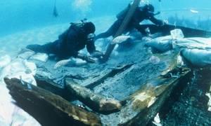 Σκληρές εικόνες: Συγκλονιστικό βίντεο από το ναυάγιο στη Λαμπεντούζα