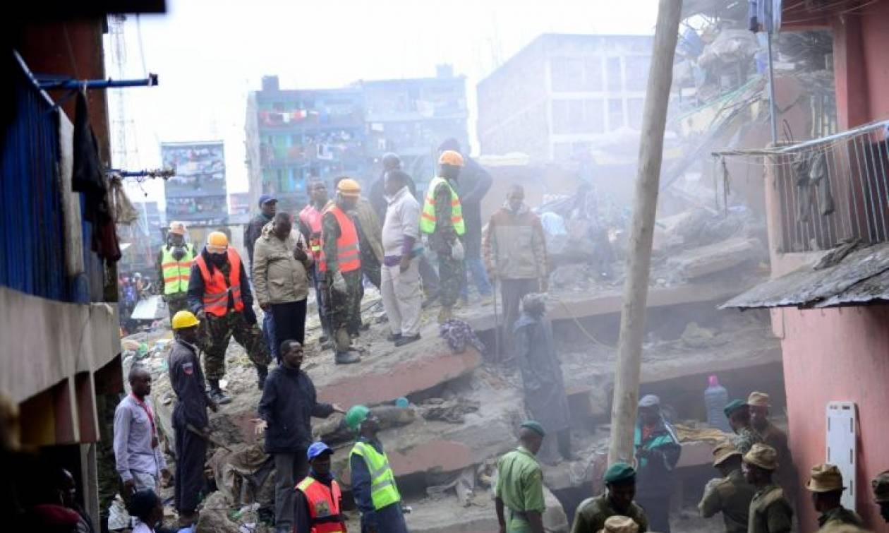Γυναίκα βρέθηκε ζωντανή στα ερείπια έξι μέρες μετά την κατάρρευση κτηρίου στο Ναϊρόμπι (video)