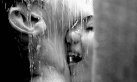 Προσοχή: Αυτοί είναι οι 5 κίνδυνοι που κρύβει το σεξ στο ντους