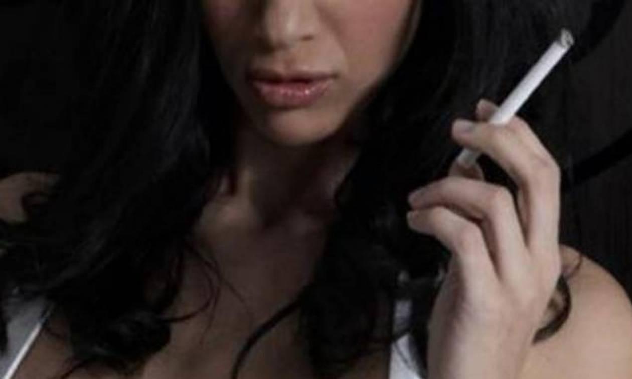 Η αχόρταγη Ελληνίδα αποκαλύπτει: «Σεξ σε πάρκα, πεζούλια, δέντρα»! (photos)