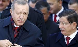 Νταβούτογλου: Ο άνθρωπος που προσπάθησε να δραπετεύσει από τη σκιά του Ερντογάν