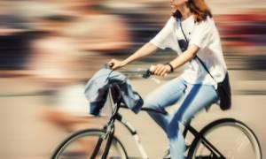 Ωφέλιμο το περπάτημα και το ποδήλατο στην πόλη παρά την ατμοσφαιρική ρύπανση
