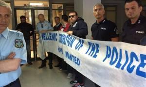 Κύμα αντιδράσεων για το Ασφαλιστικό – Αστυνομικοί έκαναν κατάληψη στα γραφεία του ΣΥΡΙΖΑ