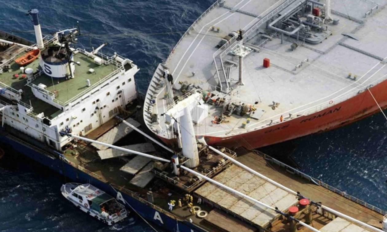 Δεκαεπτά αγνοούμενοι έπειτα από σύγκρουση αλιευτικού σκάφους με φορτηγό πλοίο