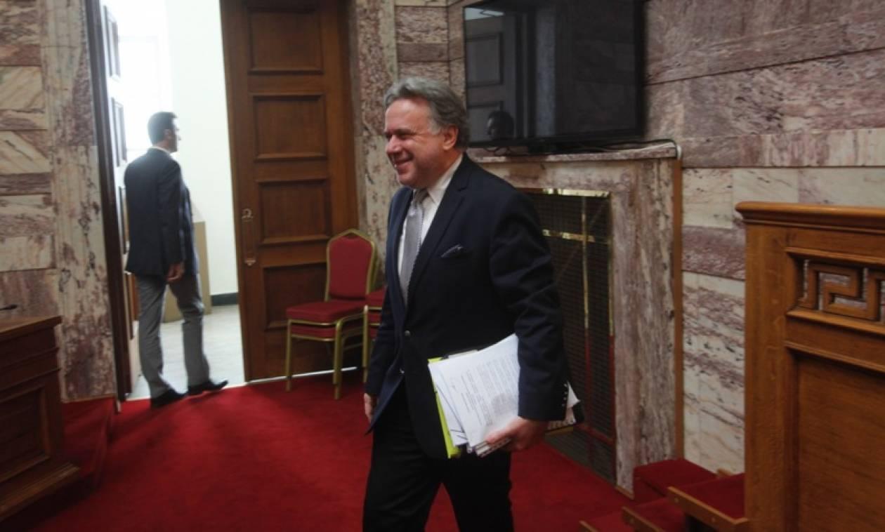 Ο Κατρούγκαλος εκθειάζει στη Βουλή το ασφαλιστικό - «τέρας»