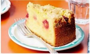Συνταγή για τη Γιορτή της Μητέρας - Κέικ λεμονιού με μούρα και φιστίκια