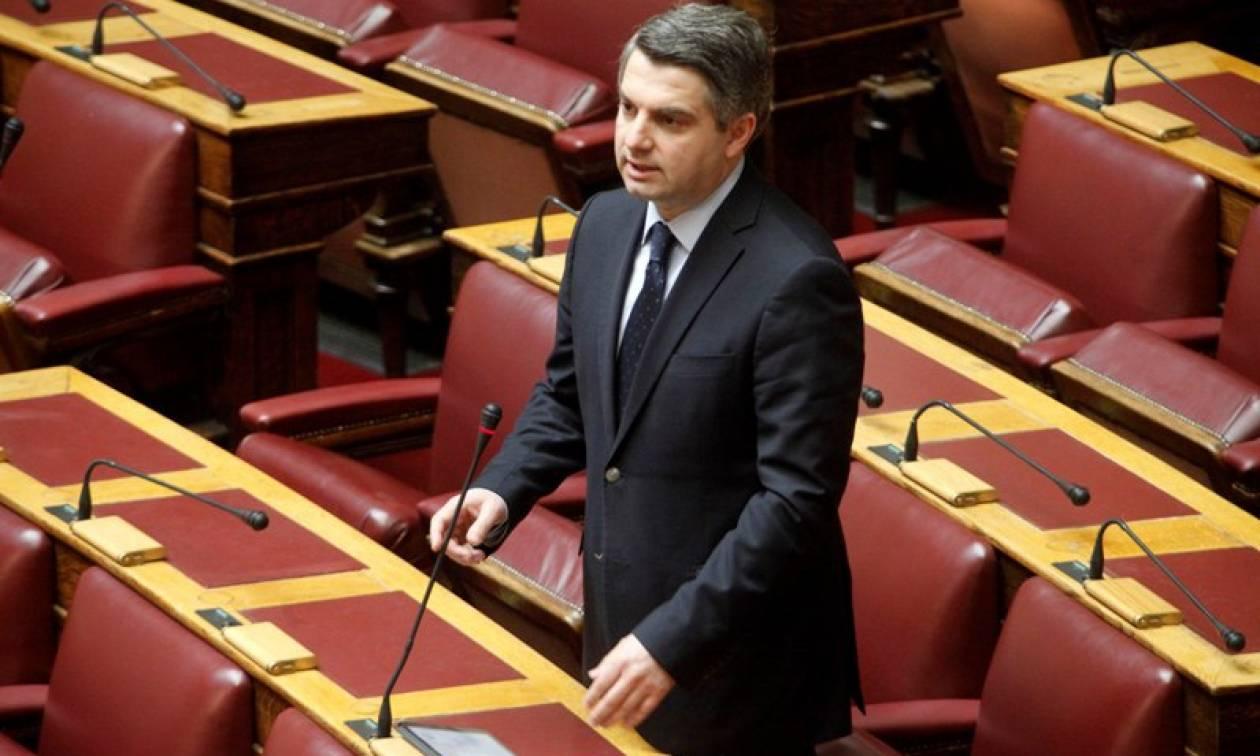 Ασφαλιστικό 2016 - Βουλή: Σύγκρουση Κωνσταντινόπουλου - Μπάρκα για τα 500.000 ευρώ της «Αυγής»