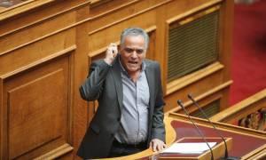 Ασφαλιστικό 2016 - Χαμός στη Βουλή: «Μετωπική» Σκουρλέτη - Παππά με εκφράσεις πεζοδρομίου