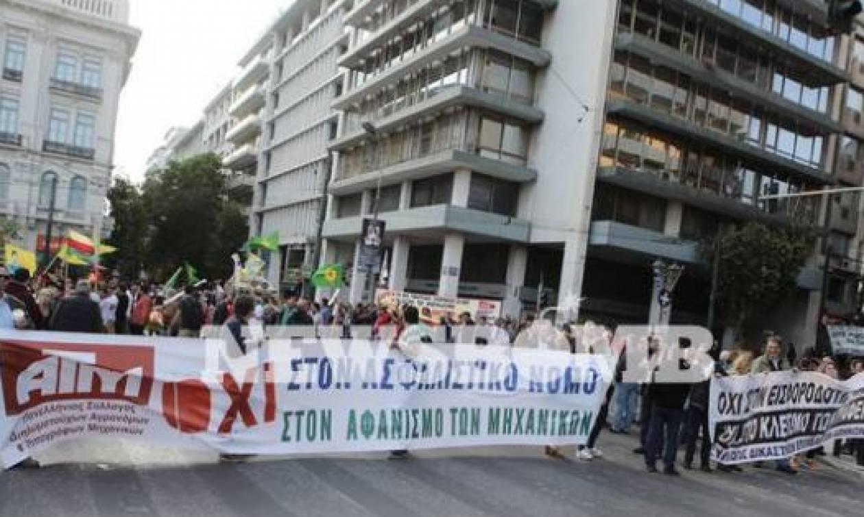 Σε εξέλιξη το συλλαλητήριο της ΑΔΕΔΥ στην πλατεία Συντάγματος (pics)