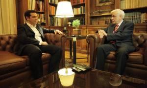 Ως... επιτυχία παρουσίασε το αποτέλεσμα του Eurogroup στον Παυλόπουλο ο Τσίπρας