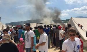 Ιωάννινα: Φωτιά στον προσφυγικό καταυλισμό στον Κατσικά (pics)