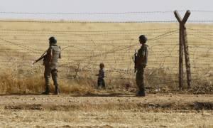 Σοκαριστικές εικόνες: Τούρκοι πυροβολούν και ξυλοκοπούν πρόσφυγες στα σύνορα (video)