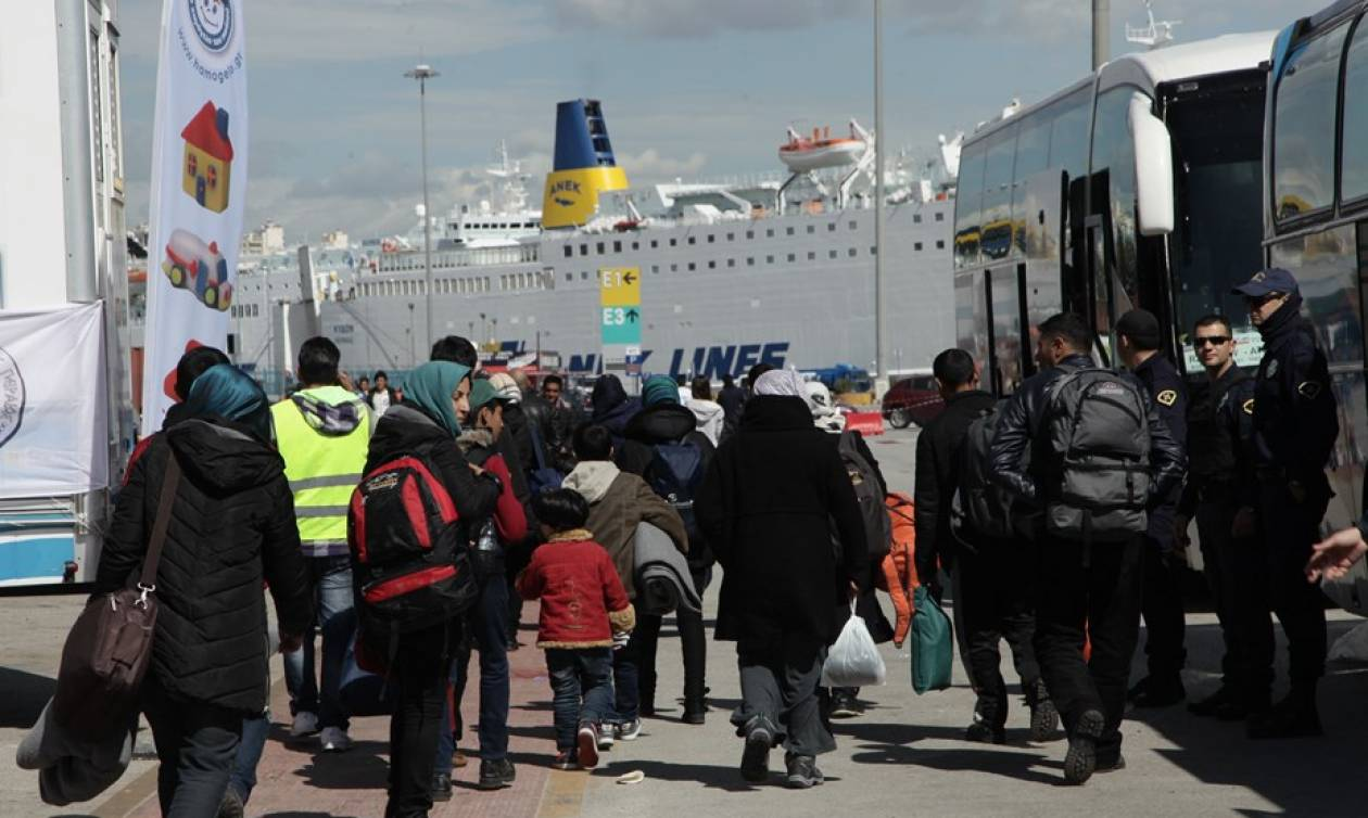 Πειραιάς: Άλλοι 148 πρόσφυγες αναχώρησαν για το κέντρο φιλοξενίας στις Θερμοπύλες
