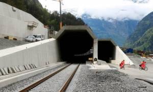 Αυτή είναι η μεγαλύτερη σιδηροδρομική σήραγγα στον κόσμο! (pics)