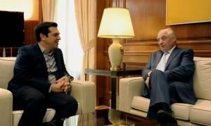 Συνάντηση Τσίπρα με τον ειδικό απεσταλμένο του ΟΗΕ για τη διεθνή μετανάστευση