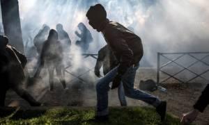 Καζάνι που βράζει η Γαλλία: Δείτε LIVE τα επεισόδια των διαδηλωτών με την αστυνομία στο Παρίσι (Vid)