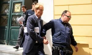 Σκάνδαλο Siemens: Αποφυλακίστηκε με όρους, αλλά… παραμένει στη φυλακή ο Ελβετός τραπεζίτης Οσβαλντ