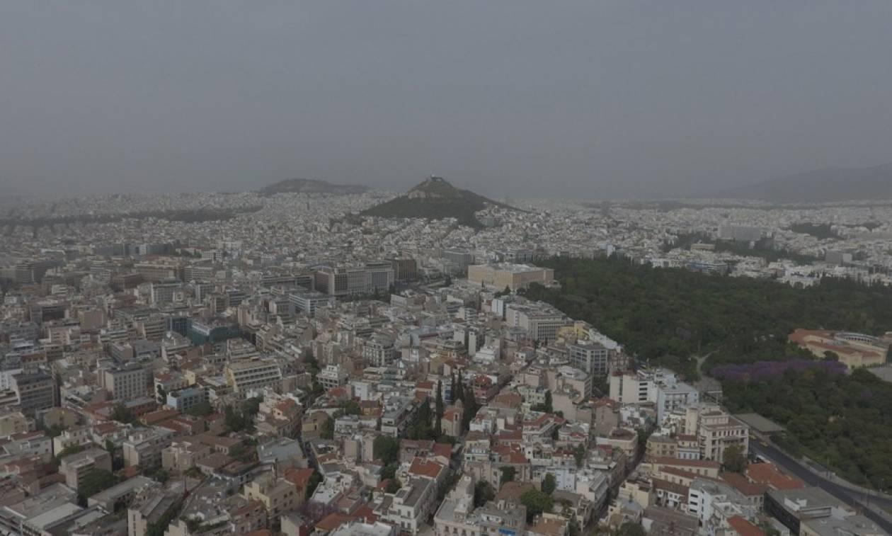 Προσοχή! Θα «πνιγεί» την Παρασκευή η Αθήνα από την αφρικανική σκόνη (photos)