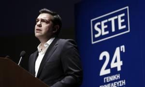 Ο Τσίπρας ξαφνικά  «βλέπει» ανάπτυξη - Επίθεση ξενοδόχων για τον φόρο πληρότητας