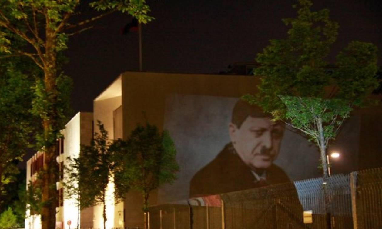 Ο Ερντογάν ως Χίτλερ στο Βερολίνο