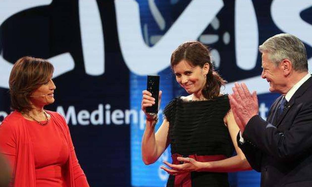 Ομογενής δημοσιογράφος βραβεύτηκε για ρεπορτάζ με θέμα τους πρόσφυγες