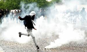 Εκτός ελέγχου η κατάσταση στη Γαλλία: Απαγόρευση διαδηλώσεων έπειτα από μια «νύχτα φωτιάς» (Vids)
