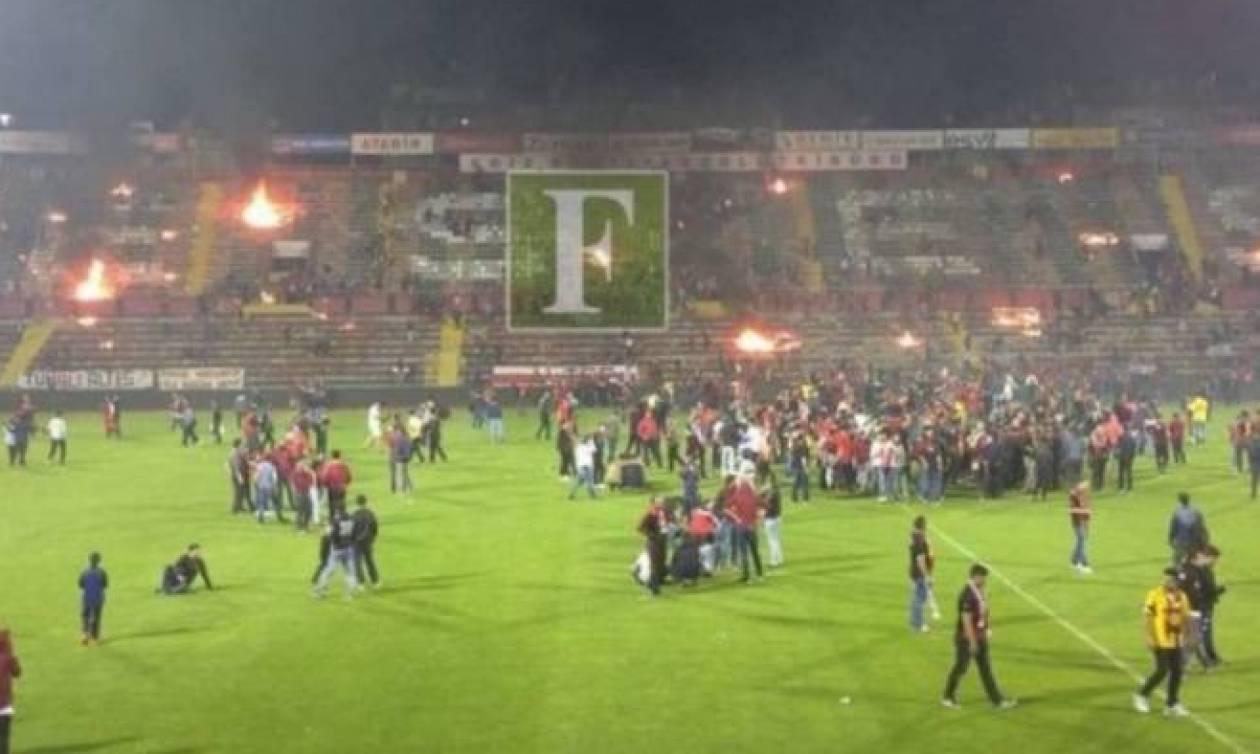 Χάος στην Τουρκία: Δεν άντεξαν τον υποβιβασμό και έκαψαν το γήπεδο! (videos)