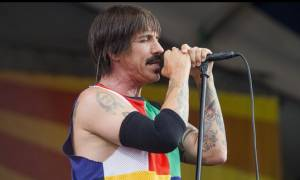 Εσπευσμένα στο νοσοκομείο ο τραγουδιστής των Red Hot Chili Peppers