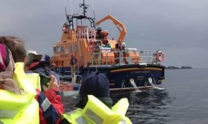 Ώρες αγωνίας με ναυάγιο τουριστικού πλοίου στη Βρετανία (pic)